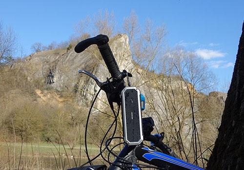 Az AlzaPower Rage R2 akár biciklizés közben is méltó társ