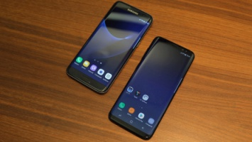 Vlevo Samsung Galaxy S7 Edge, vpravo Galaxy S8