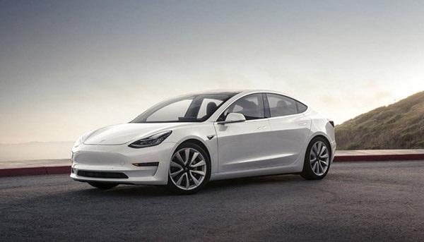 Tesla Model 3; přední a zadní pohle