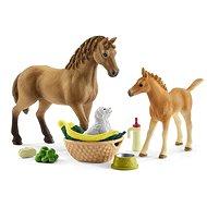 Schleich 42432 Horse Club Sarah kis állatai ápoló szettel - Figura