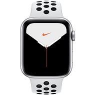 Apple Watch Series 5 Nike+ 44mm, ezüstszínű alumíniumtok platinaszín-fekete Nike sportszíjjal - Okosóra