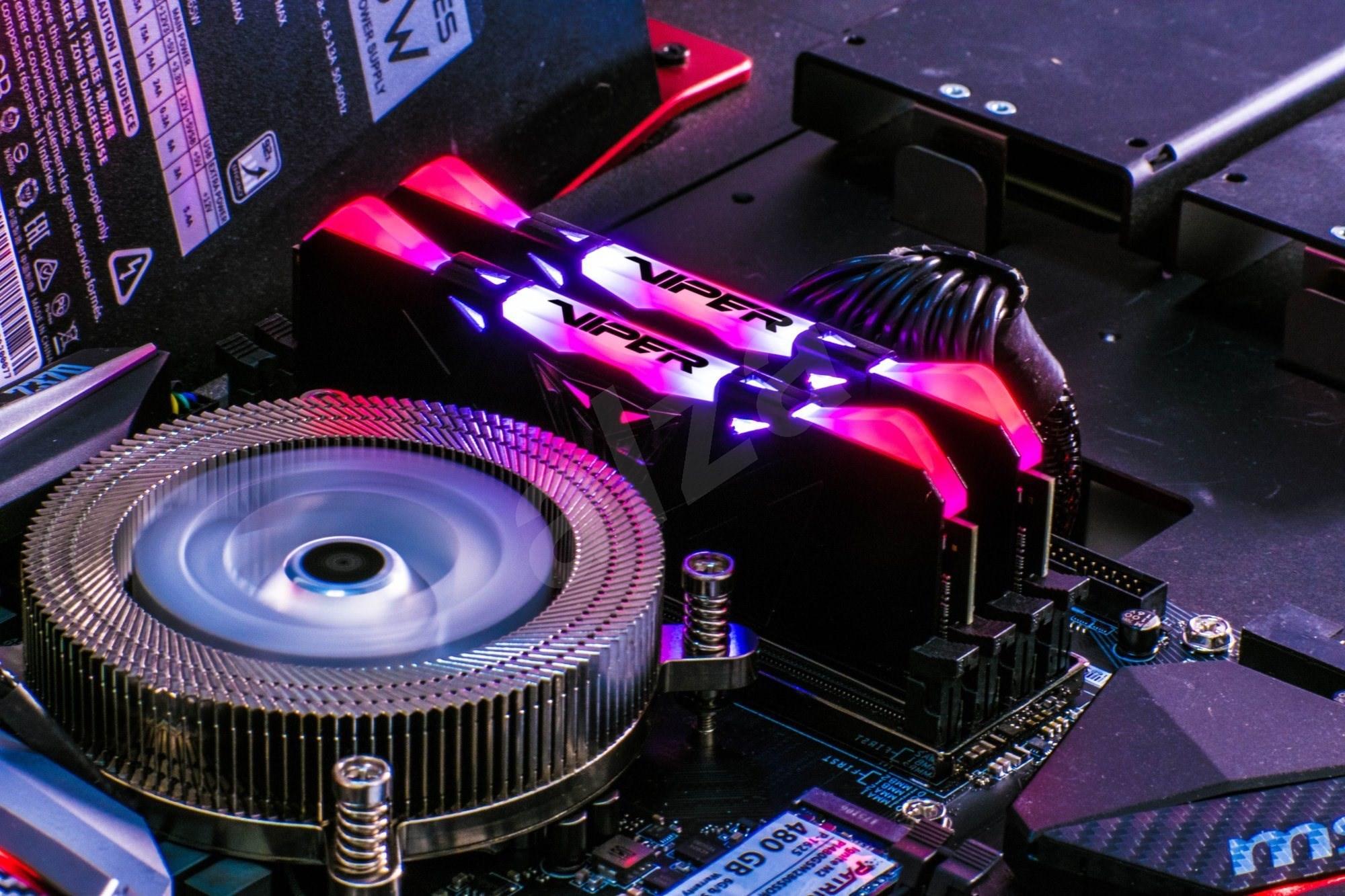 Patriot Viper RGB Series 16GB KIT DDR4 3200Mhz CL16 DDR4 fekete - Rendszermemória