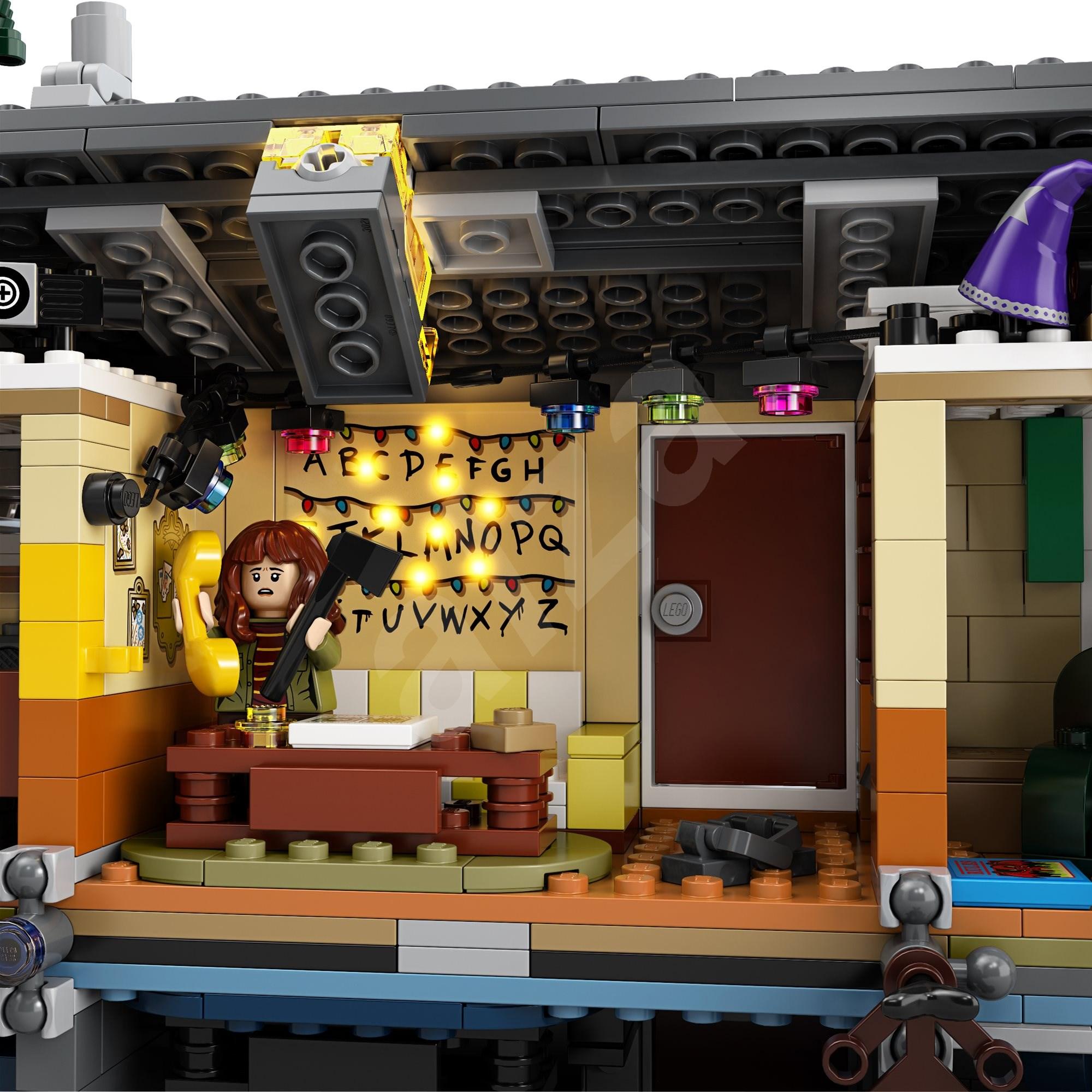 LEGO Stranger Things 75810 The Upside Down - LEGO építőjáték