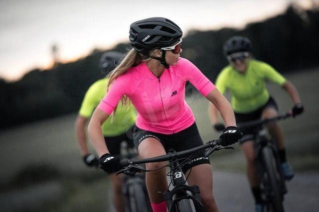 Bliz Omega Black  58-61 cm - Kerékpáros sisak