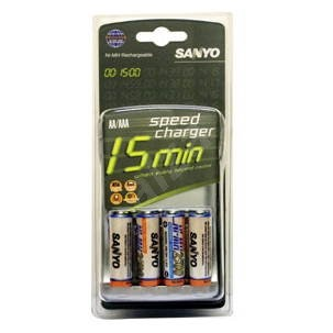 SANYO a 4 ks AA NiMH 2500mAh - Charger